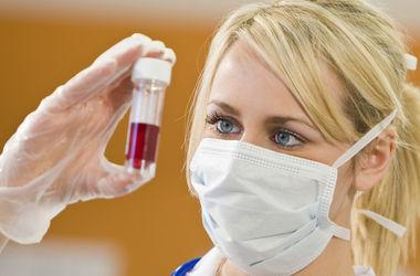 Медики впервые вылечили взрослого человека от ВИЧ