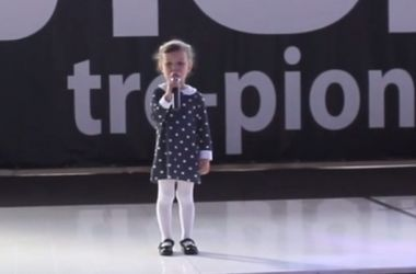 Видеохит: 4-летняя девочка пристыдила российских олигархов