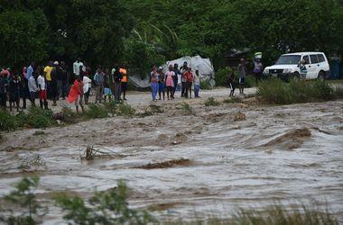 """Мощный ураган """"Мэттью"""" разделил Гаити на две части"""