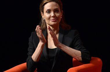 Анджелина Джоли находится на грани нервного срыва из-за развода с Брэдом Питтом