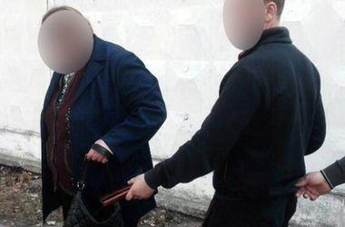 В Киеве на остановке трамвая поймали молодого карманника