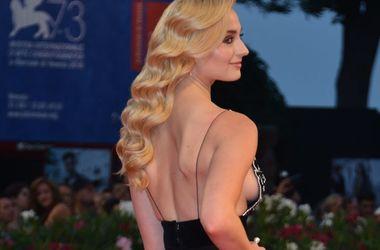"""20-летняя звезда """"Игры престолов"""" удивила пикантным вырезом на груди (фото)"""