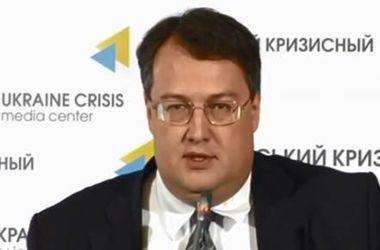 """Геращенко рассказал, как преступники стали выгодно для себя использовать """"закон Савченко"""""""