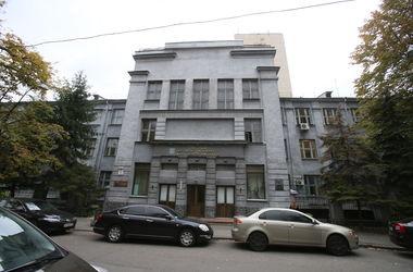 Прогулки по улице Богомольца в Киеве: любуемся памятником из кино и одним из самых длинных домов в городе