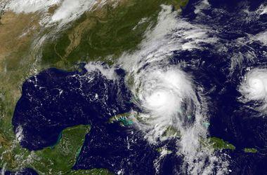 """NASA показало смертоносный ураган """"Мэттью"""" из космоса"""