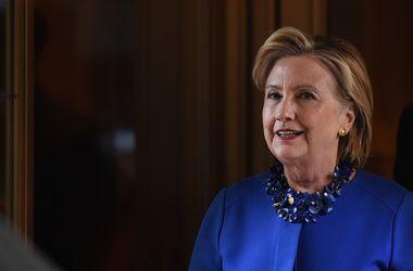 Клинтон на пять пунктов опережает Трампа - опрос