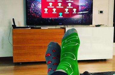 Анатолий Тимощук в футбольных носках смотрел матч Турция - Украина