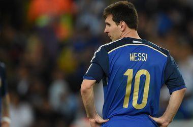 """Месси хочет иметь в контракте с """"Барселоной"""" пункт об уходе из клуба в любой момент"""