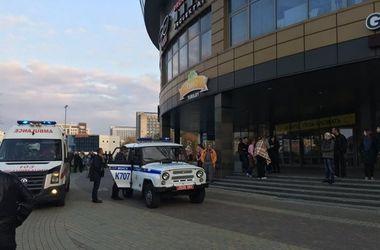 В центре Минска неизвестные с бензопилой и топором напали на посетителей ТЦ