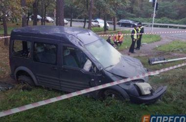 ДТП в Киеве: иномарка дважды перевернулась и загорелась