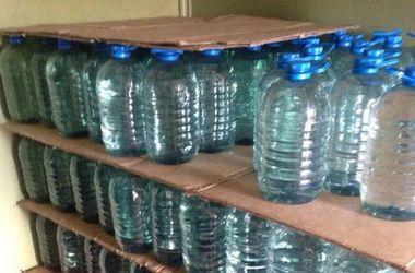 В Киеве судят мужчину, устроившего массовое производство фальшивой водки