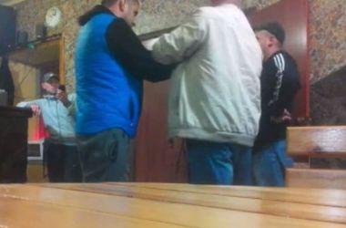 """Пьяный вожак """"ЛНР"""" вломился с кафе с оружием"""