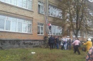 Обвал школы под Киевом: как эвакуировали детей и что творится в классах