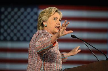 Клинтон опережает Трампа на восемь процентных пунктов - опрос