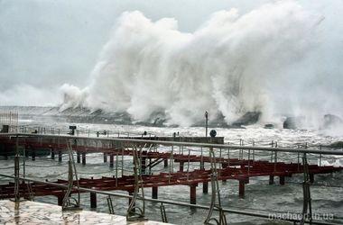 Турецкая шхуна затонула в Одесском морском порту из-за непогоды