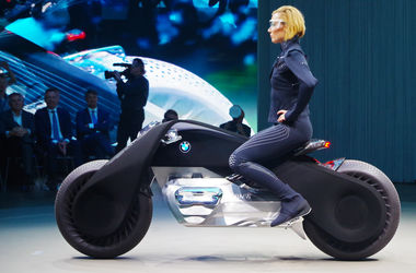 Как выглядит мотоцикл будущего от BMW без руля и подвески