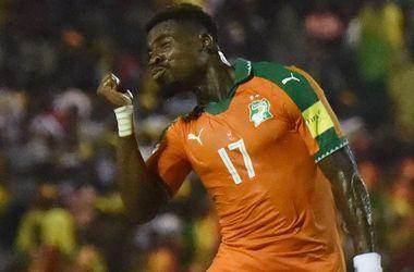"""ФИФА может наказать защитника """"ПСЖ"""" за жест во время празднования гола, имитирующий отсечение головы"""