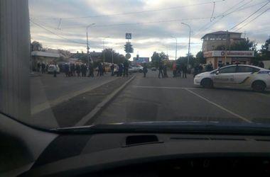 Возмущенные одесситы перекрыли дорогу из-за отсутствия света