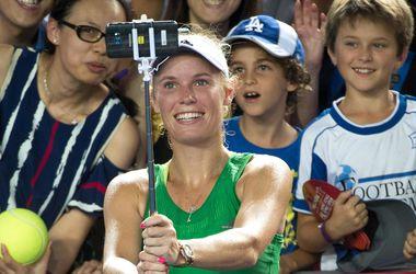 Каролина Возняцки выиграла турнир в Гонконге и сделала селфи с болельщиками