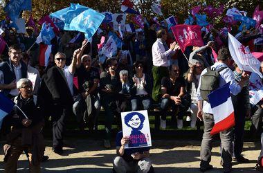 На улицы Парижа вышли десятки тысяч противников однополых браков