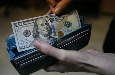 В Украине плавно падает курс доллара