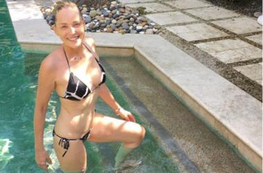 58-летняя Шэрон Стоун в купальнике похвасталась отличной фигурой на пляже (фото) - Звездные новости - Актриса находилась на съемках фильма