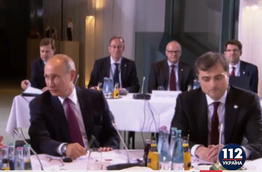 """Помощник Путина Сурков участвует в """"нормандской встрече"""", несмотря на санкции"""