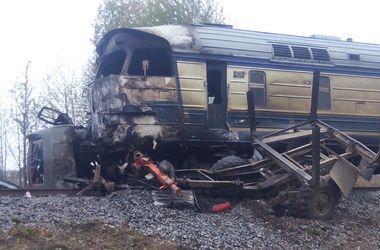 Разорванный лесовоз и сгоревший поезд: подробности страшного ДТП