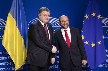Порошенко и Шульц обсудили усиление санкций против России
