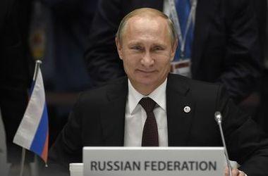Трудно понять, как Запад относится к Путину: то он