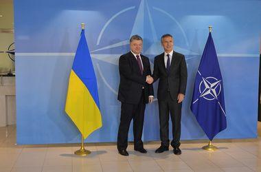 Порошенко надеется, что НАТО будет давить на Россию для полного выполнения ею Минских соглашений
