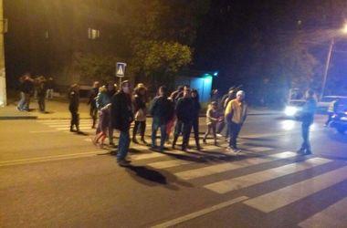 В Одессе жильцы обесточенного дома перекрыли дорогу