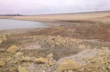 Белогорское водохранилище в Крыму стремительно мелеет