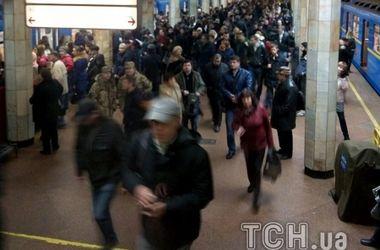 В киевском метро пассажир упал под поезд