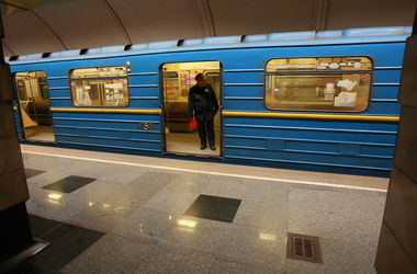 Подробности утреннего ЧП в метро Киева: попавший под поезд мужчина погиб