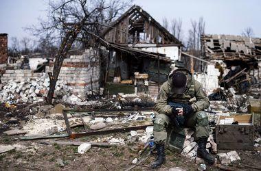 На Донбассе военные попали под огонь артиллерии и танков