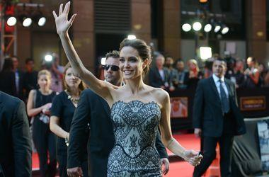 Анджелина Джоли запрещала Брэду Питту видеться с друзьями