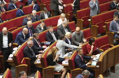 Депутаты невзначай удвоили себе зарплаты: подробности и мнения экспертов