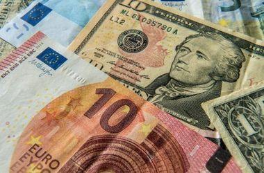 В Украине резко упал курс евро и подешевел доллар