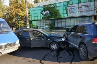 Сразу три авто столкнулись в Одессе: есть пострадавшие