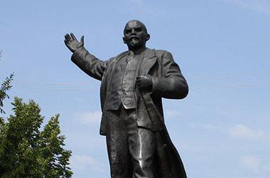 В украинских городах снесли все памятники Ленину – Вятрович