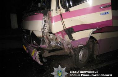 """В Ровенской области пьяный водитель """"Дэу"""" влетел в пассажирский  автобус"""
