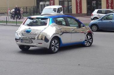 На украинских дорогах заметили необычный электромобиль