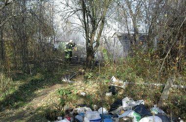В Киеве из-за неосторожности людей сгорело несколько гаражей