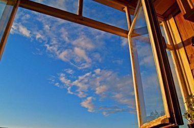 В Запорожье подросток выпрыгнул из окна на 16 этаже