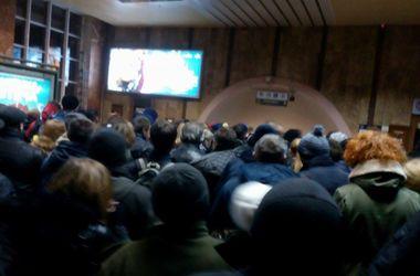 Киев стоит в пробках, пассажиры штурмуют станции метро (обновлено)