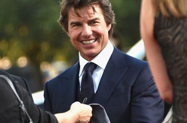 Tom cruise for the first time in three years, met with his daughter