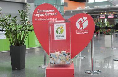 """В аэропорту """"Борисполь"""" мужчина пытался украсть ящик с пожертвованиями"""