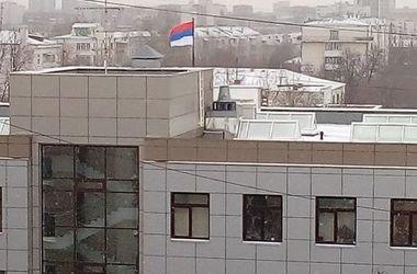 В России на здании суда установили перевернутый флаг РФ