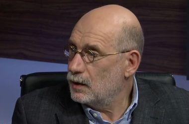 Акунин: боюсь революции в России, напичканной ядерным оружием